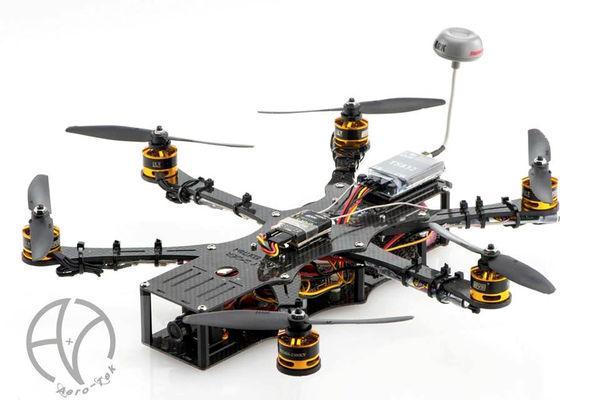 Le Jpay Spider est un hexacoptère (6 moteurs) destiné au low-riding, proposé en kit ou monté par la boutique française Aero-Tek.