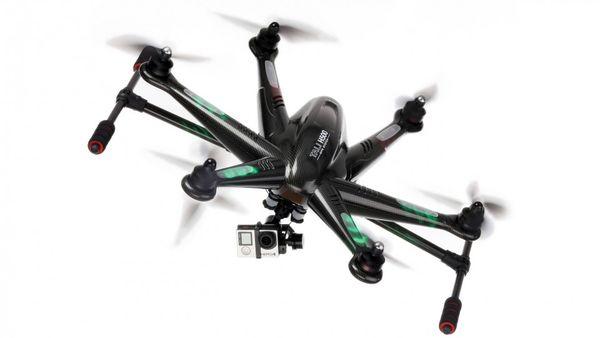 Avec le Tali H500 de Walkera et ses six rotors, on ne ressent pas le poids de la caméra, de sa nacelle et du train d'atterrissage motorisé pendant le vol.