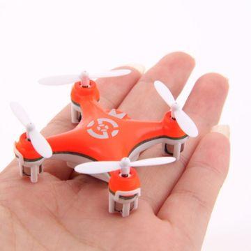 Le plus petit drone de notre sélection est le CX-10 de Cheerson. Il tient dans une poche !